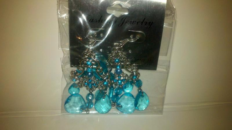 Fashion: blue drop pierced earrings